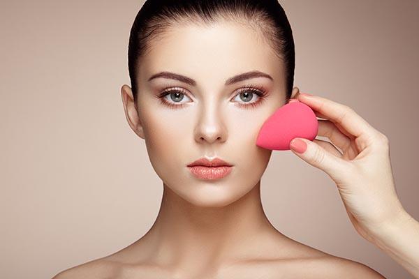 makeup-artist-applies-skintone-PPML6QK.jpg