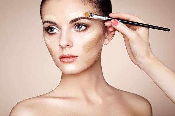makeup-artist-applies-skintone-PSRGETJ.jpg